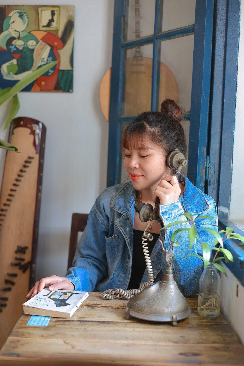 Woman Vintage Phone Book Phone Call  - hoahoa111 / Pixabay